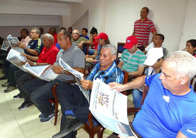 Presentan en Granma publicación especial dedicada a los Alazanes