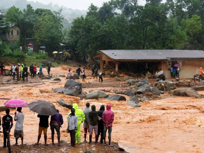 Siguen desaparecidas cientos de personas tras deslave en Sierra Leona