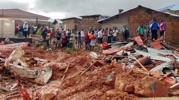 Destrucción y luto inconcluso deja alud en Sierra Leona