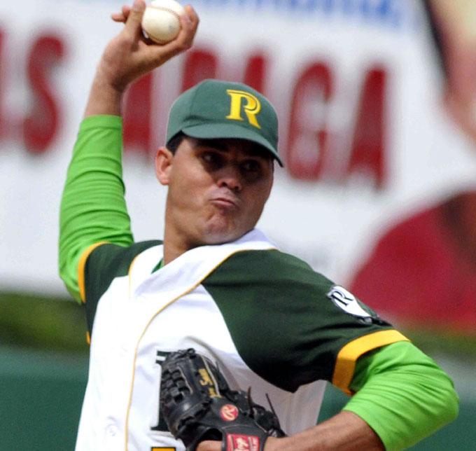 Yosvani Torres cubre la ruta y llega a 100 triunfos en béisbol cubano