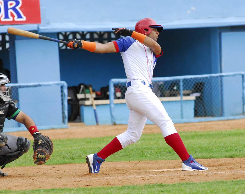Leones rugen frente a campeones vigentes en temporada beisbolera