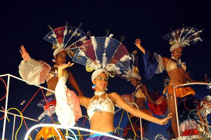 Hoy los tradicionales paseos de comparsas, congas y carrozas en el carnaval Bayamo 2017
