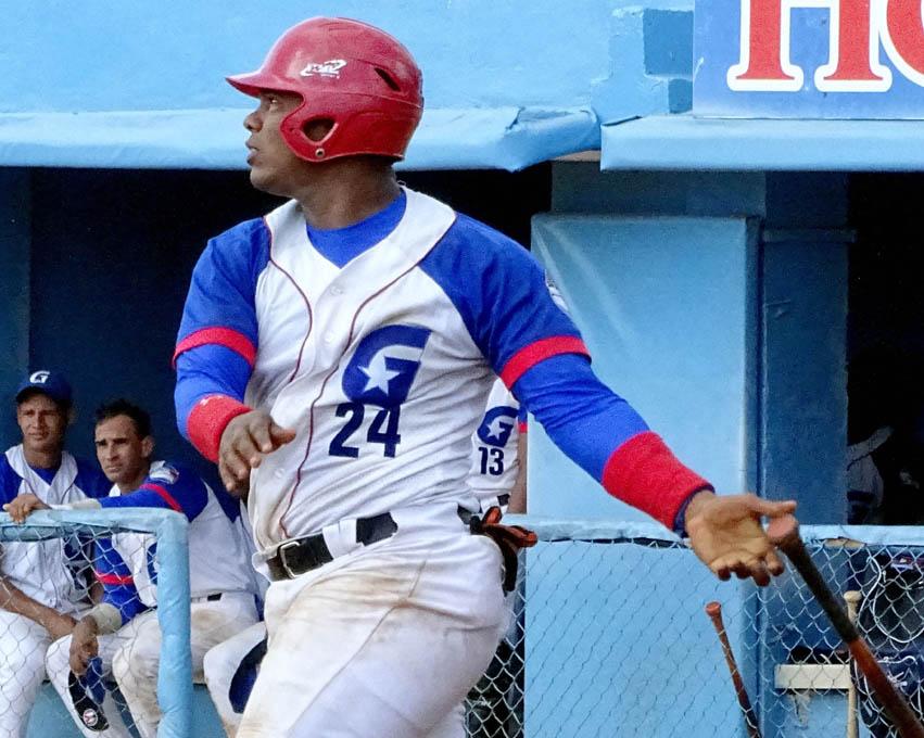 Leñadores vencen a los campeones defensores en temporada beisbolera