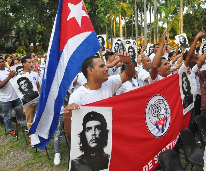 Abanderan destacamento juvenil Noveno Congreso de Bayamo