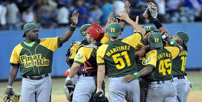 Pinar del Río blanquea y se afinca como líder en béisbol cubano