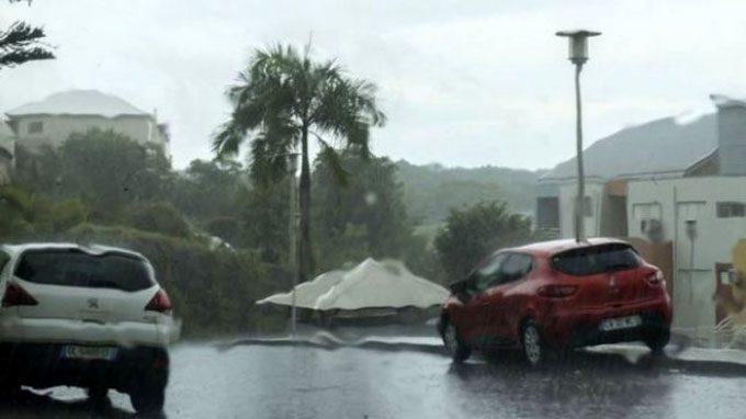 Ojo del huracán José se desvía del arco caribeño