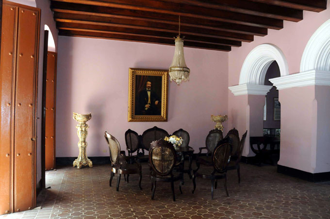 Engalanan museo casa natal de Céspedes para su cumpleaños 49
