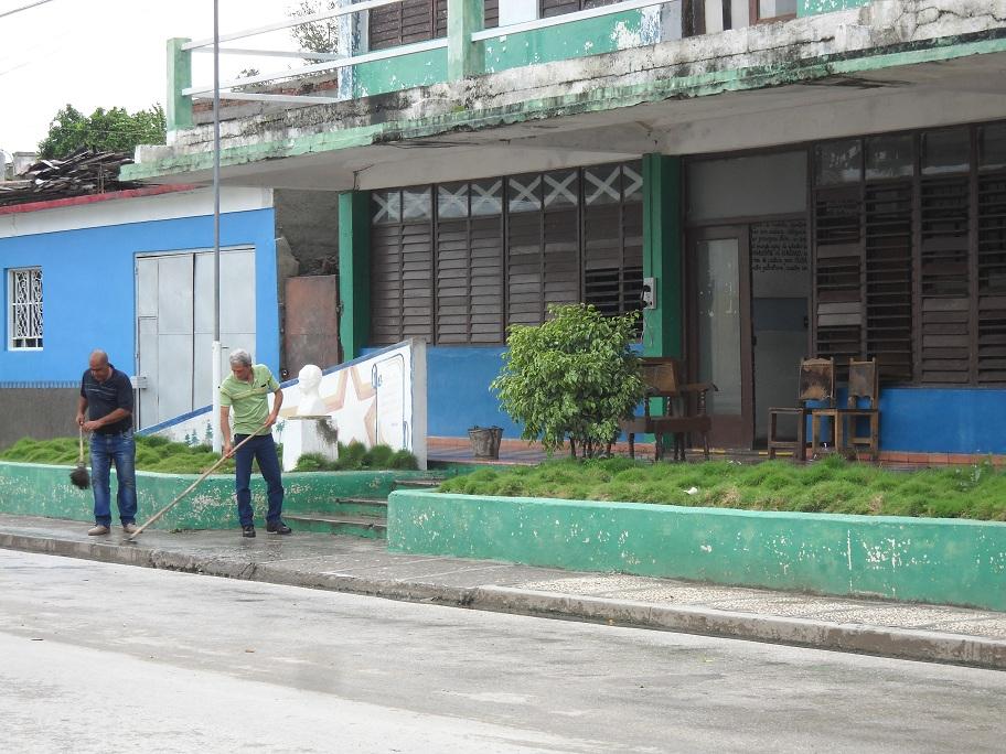 Manzanilleros higienizan la ciudad (+ fotos)