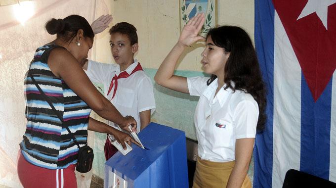 Modifica el Consejo de Estado fecha de las elecciones para delegados a las asambleas municipales del Poder Popular