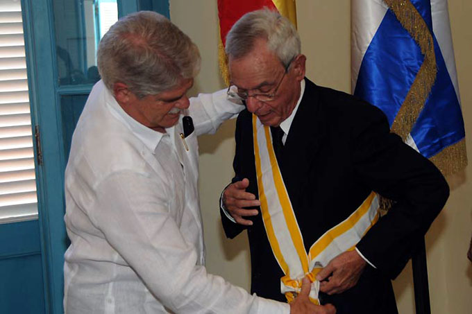 Recibe Eusebio Leal la Gran Cruz de la Real Orden Isabel la Católica
