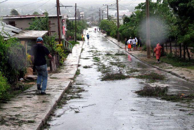 Holguín se recupera paulatinamente tras impacto de Irma (+ fotos y videos)