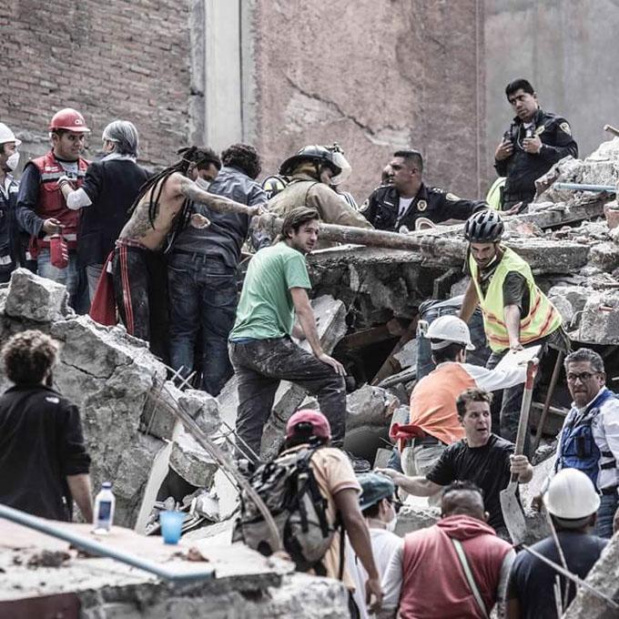 Prioridad es rescate de los atrapados, afirma Peña Nieto (+ fotos)