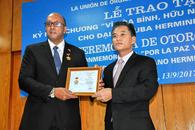Honran con alta distinción a saliente embajador cubano en Vietnam