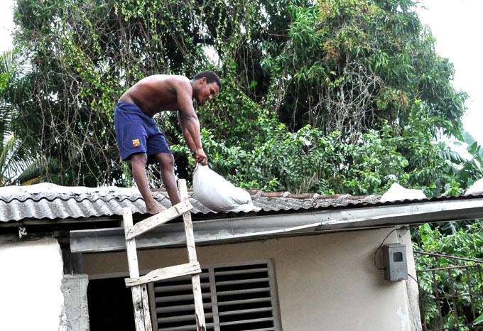 Orientan en Granma cumplir medidas de seguridad anticiclónicas (+ fotos y videos)