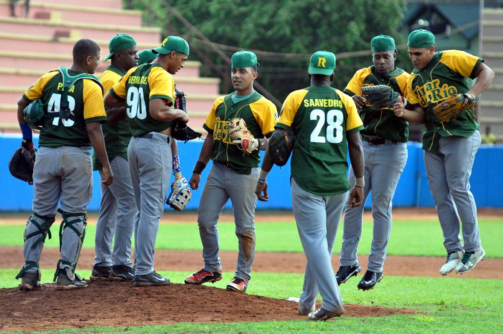 Líder Pinar y otros tres van por barridas en béisbol cubano