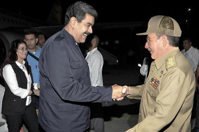 Acudió Raúl a recibir a Maduro
