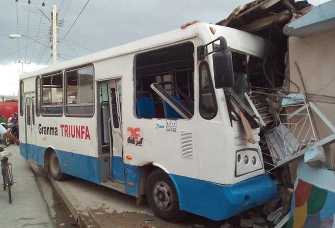 Siete lesionados en accidente de tránsito en Manzanillo (+ fotos)