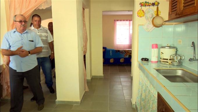 Entrega Fiscal General de la República de Cuba viviendas a trabajadores del sector
