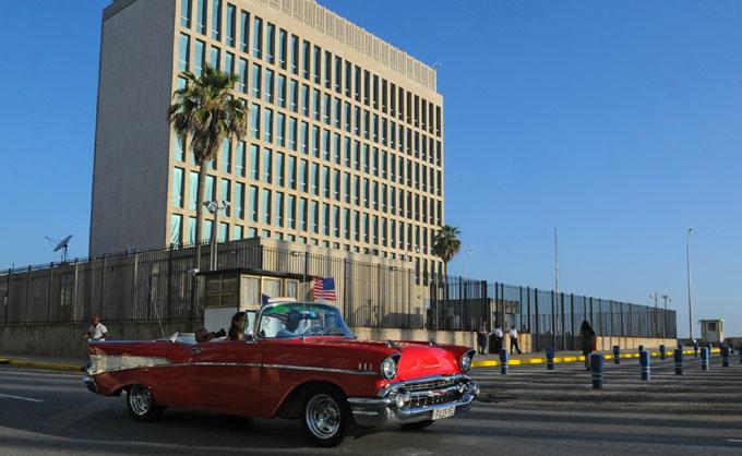 EE.UU. retirará más de la mitad del personal de su embajada en Cuba