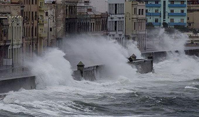 Fuertes vientos de Irma dejan destrozos en sureste de La Habana