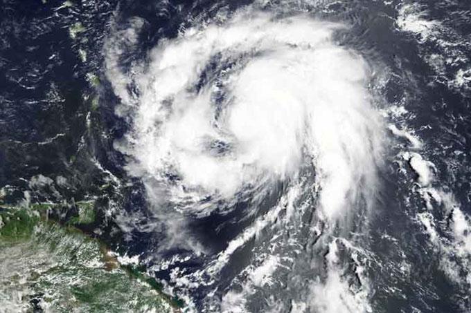 María alcanza categoría cinco y azota islas del Caribe