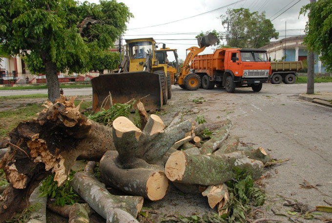 Azucareros granmenses contribuyen a resarcir daños en Camagüey