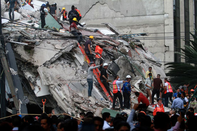 Aumenta a 358 los muertos por sismo en México