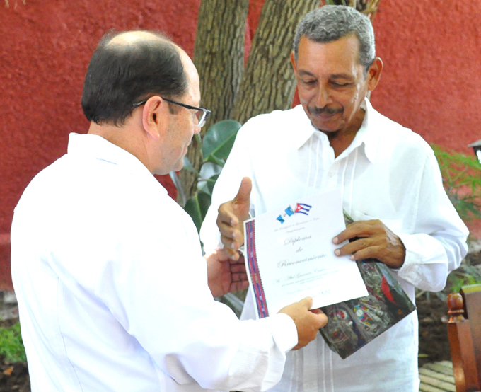 Entregan la Uneac y Guatemala premio literario a escritor bayamés (+ fotos, audios y video)