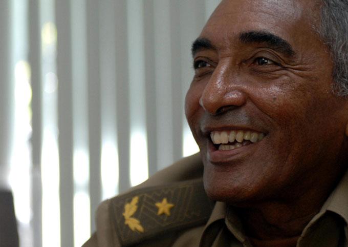Premian a cosmonauta cubano con la Medalla de la UNESCO