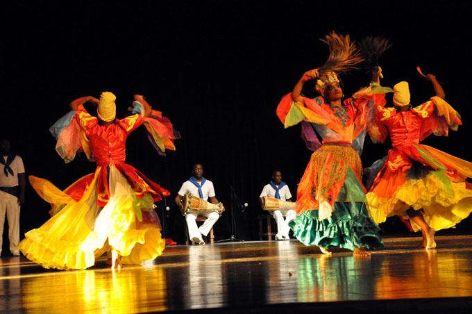 Festejan juntos sus cumpleaños el Teatro Bayamo y el Conjunto Folklórico Nacional (+ fotos y videos)