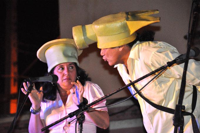 Entre gazapos y el doble sentido, risas y aplausos (+ fotos)