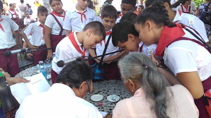 Presentan en Bayamo nuevo libro de Luis Carlos Suárez