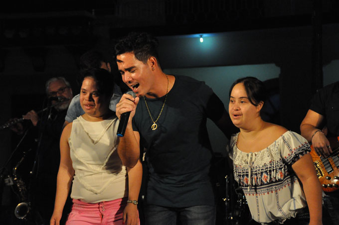 Moncada regala concierto por el 10 de Octubre (+ fotos y videos)
