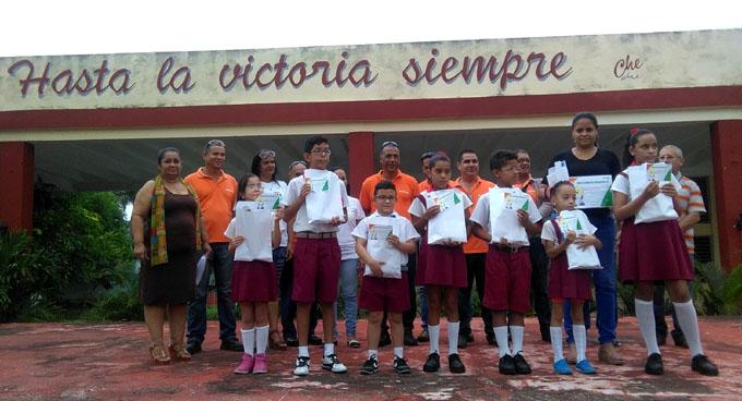Premian a niños discapacitados ganadores del concurso Yo también ahorro energía