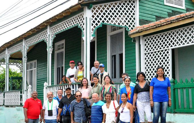 Recorren trabajadores del periódico La Demajagua municipios costeros (+ fotos y videos)