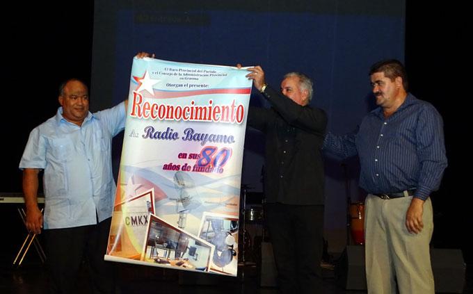 Noche de júbilo y reconocimiento para la radio en Bayamo (+ fotos y videos)