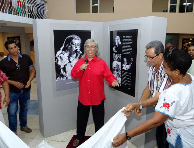 Develan figura de cera de la trovadora cubana Sara González (+ fotos y video)