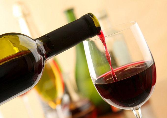 Cae producción mundial de vino a nivel más bajo en 50 años