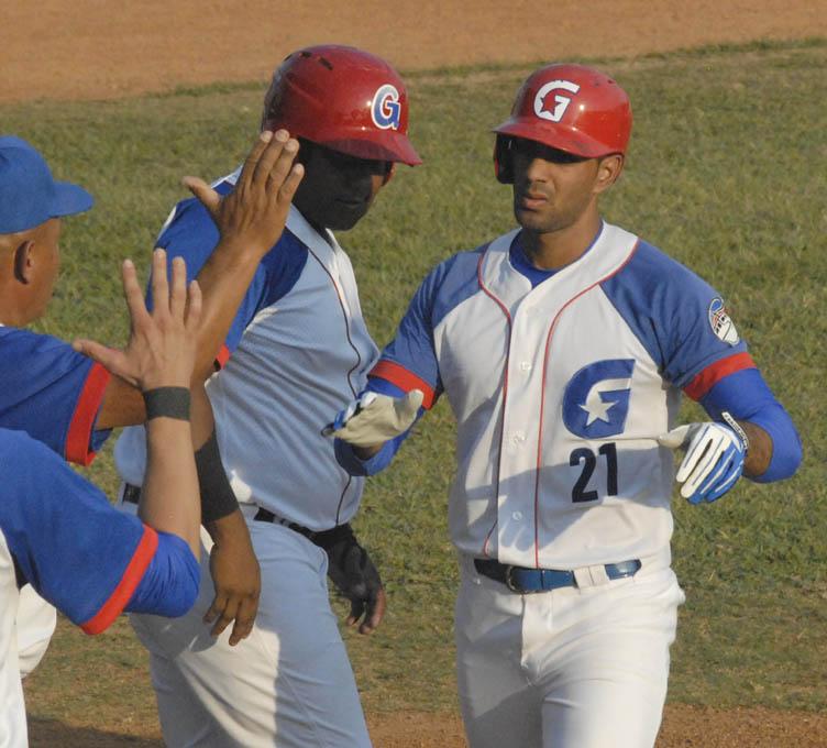 Alazanes arriban a 20 victorias en temporada beisbolera