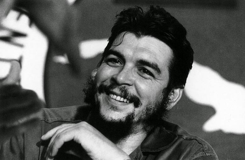 Bancarios granmenses honran en su día al Che