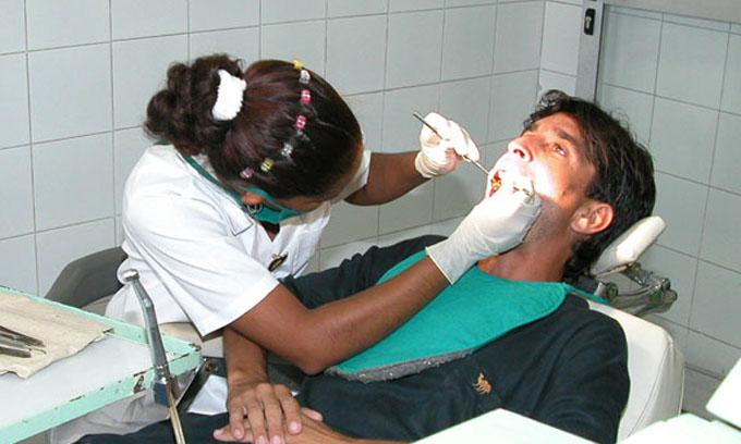 Ofrecer servicios de calidad, compromiso de clínica estomatológica de Bayamo