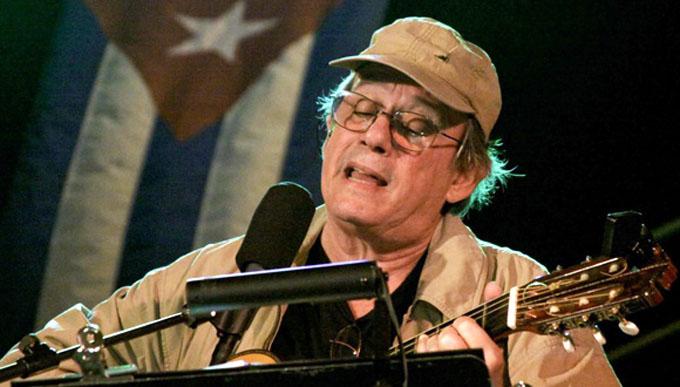 Silvio Rodríguez dona discografía y Universidad tica lo homenajea
