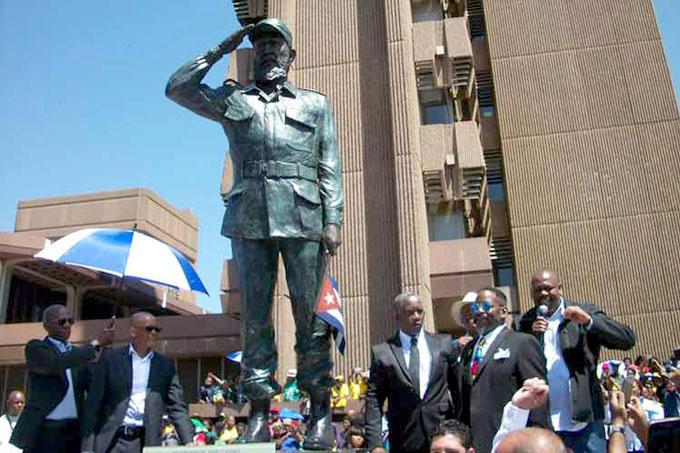 Develan estatuas de Oliver Tambo y Fidel Castro en Sudáfrica