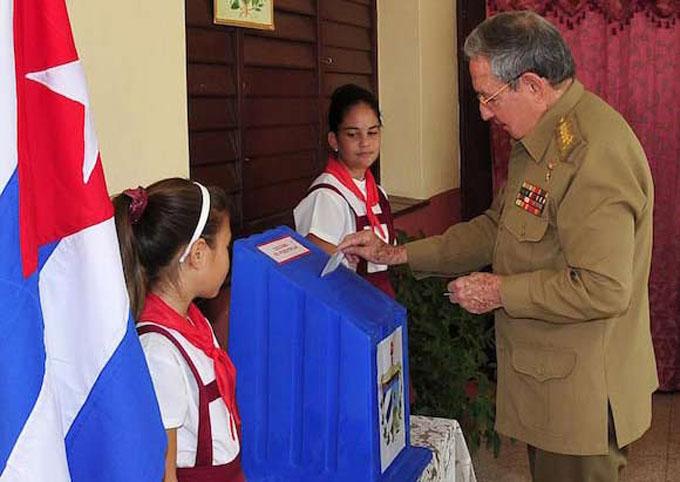 Ejerció su derecho al voto el General de Ejército Raúl Castro Ruz