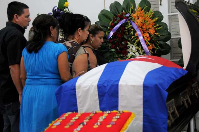 Acompaña ofrenda floral de Raúl honras fúnebres de Armando Hart (+fotos)