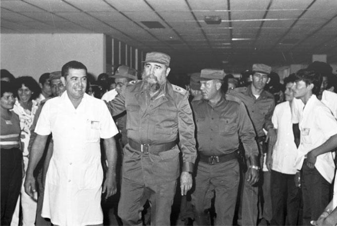 Fidel entre los manzanilleros (+ fotos)
