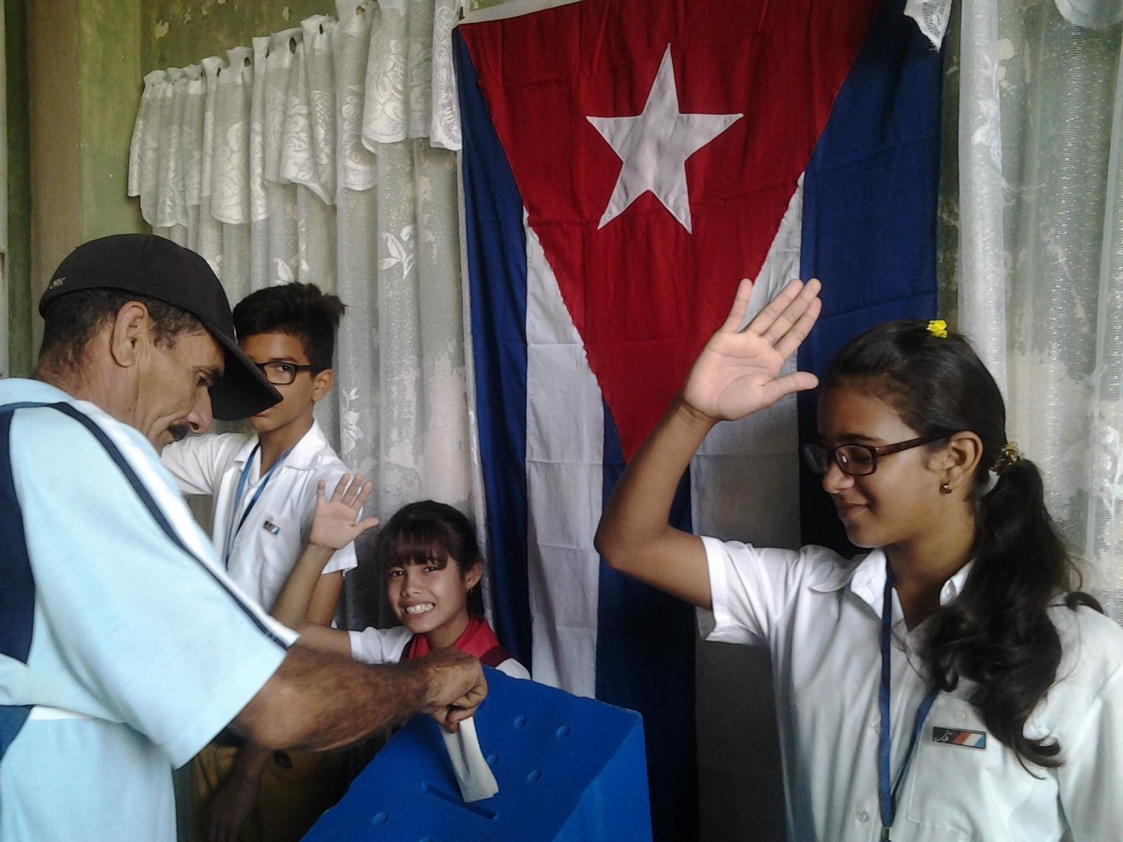 Fidel y la Revolución inspiran jornada electoral en Manzanillo (+ fotos)