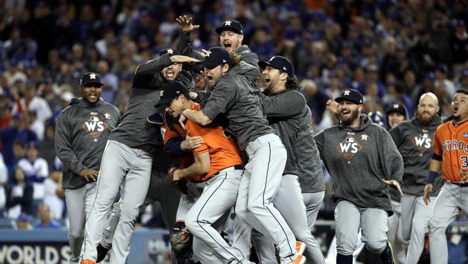 Astros de Houston hace historia y luce corona de béisbol en EE.UU.