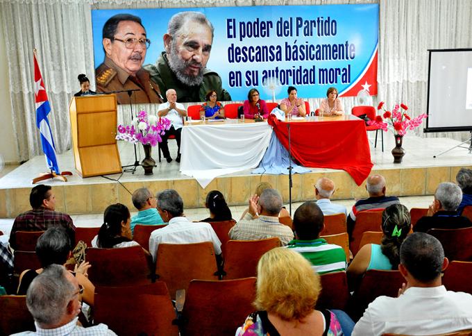 Debaten sobre pensamiento político y económico de Fidel