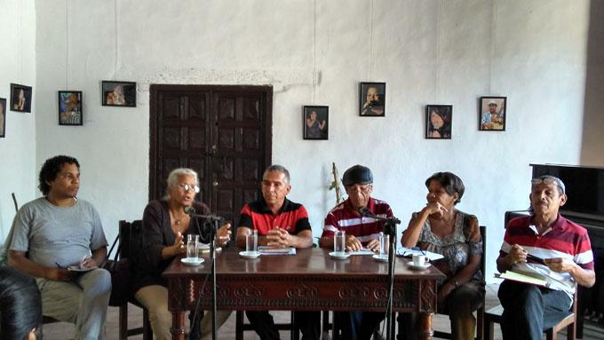 Debaten en Contrapalabras acerca del hábito de la lectura en la juventud cubana.